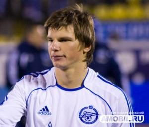 В 2000 году Юрий Морозов пригласил Аршавина в основную команду «Зенита»